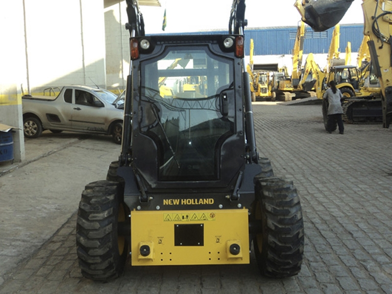 New Holland L218 / L220